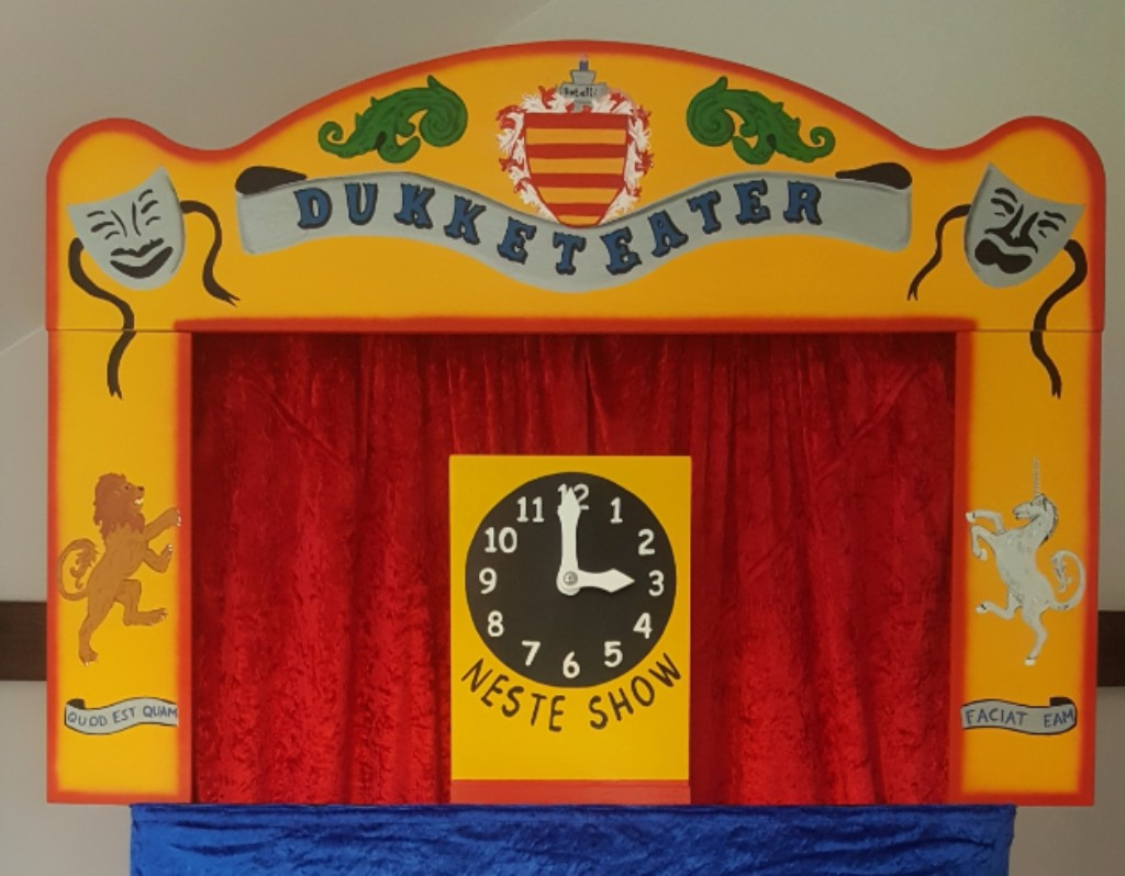Mr Punch, Punch and Judy, puppet, puppet show, puppetry, Miraiker, Miraiker's World of Puppets, puppet maker, carved puppet, wooden puppet, Punch and Judy booth, puppet booth, aluminium booth, aluminium frame, next show clock, proscenium, proscenium arch