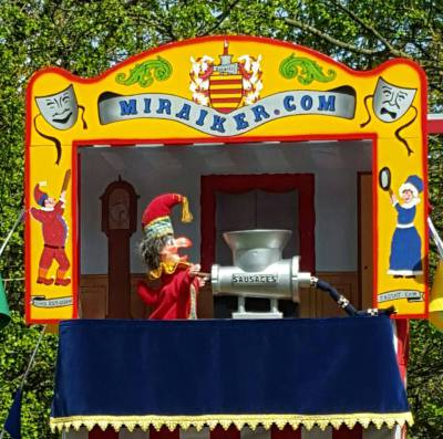 Mr Punch, Punch and Judy, puppet, puppet show, puppetry, Miraiker, Miraiker's World of Puppets, puppet maker, carved puppet, wooden puppet, Punch and Judy booth, puppet booth, aluminium booth, aluminium frame, proscenium, proscenium arch