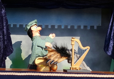 Mr Punch, Punch and Judy, puppet, puppet show, puppetry, Miraiker, Miraiker's World of Puppets, puppet maker, carved puppet, wooden puppet, traditional stories, traditional tales, Jack and the beanstalk puppet show, Jack and the beanstalk puppets, giant harp prop