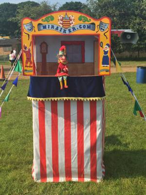 Mr Punch, Punch and Judy, puppet, puppet show, puppetry, Miraiker, Miraiker's World of Puppets, puppet maker, carved puppet, wooden puppet, Punch and Judy booth, puppet booth, aluminium booth, aluminium frame, proscenium, puppet video, booth video, Punch and Judy video