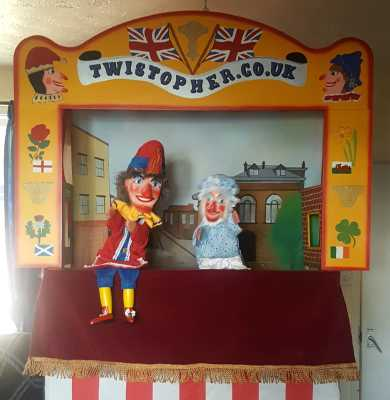Mr Punch, Punch and Judy, puppet, puppet show, puppetry, Miraiker, Miraiker's World of Puppets, puppet maker, carved puppet, wooden puppet, Punch and Judy booth, puppet booth, aluminium booth, aluminium frame, proscenium arch, proscenium